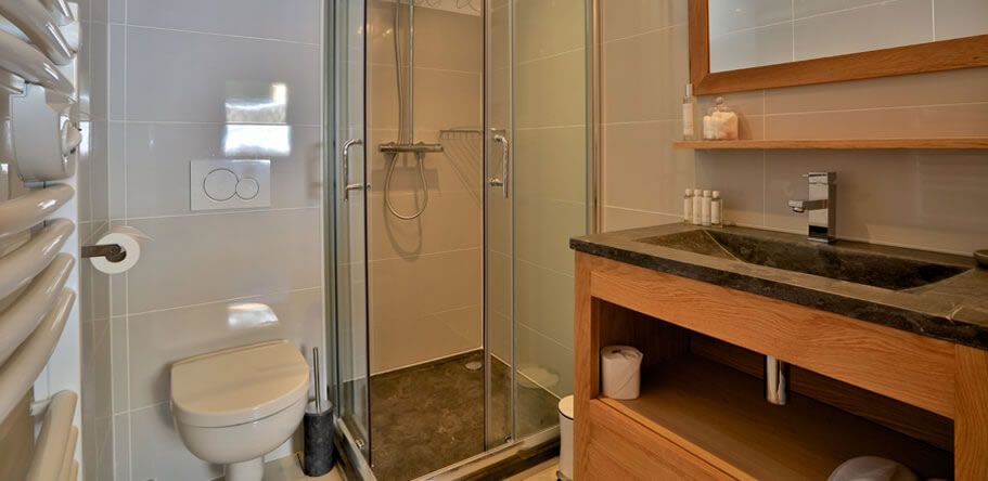 Chalet Aralia Bathroom 4
