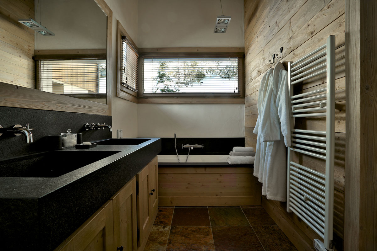 Chalet Cateline Bathroom 1